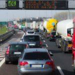 渋滞中の車内の過ごし方|帰省ラッシュ・Uターンラッシュ対策